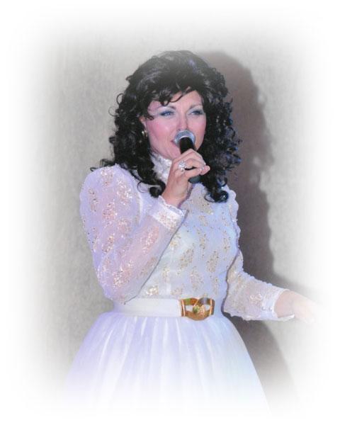 amberley beatty as loretta lynn, empire entertainment, legends live
